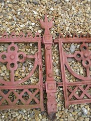 Image 5 - Large run of Cast Iron Reclaimed Antique Gothic Railings