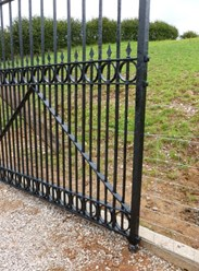 Image 3 - Pair of Excellent Large Antique Reclaimed Gates