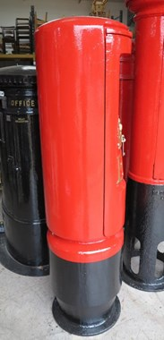 Showing the side of the cast iron genuine ER II Pillar Box