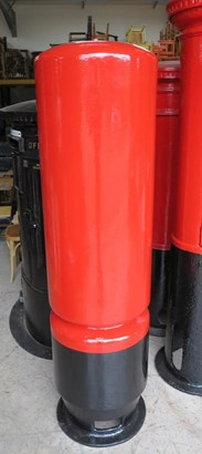 Showing the back of the cast iron genuine ER II Pillar Box