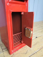 Image 3 - George 5th Wall Mounted Royal Mail Post Box With Back Door