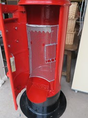 Image 3 - Royal Mail ER Cast Iron Floor Mounted Pillar Box