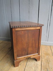 Image 4 - Solid Oak Three Drawer Side Cabinet/Chest