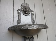 UKAA Buy and Sell Antique Cast Iron Wall Mounted Cast Iron Water Feature