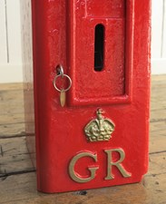 GR Pole Mounted Post Box - often called an 'Hovis Top'