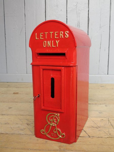 Primary Image - Original Pole Mounted Post Box