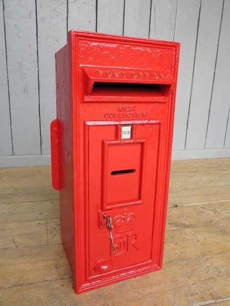 Queen Elizabeth 2nd 'ER II' Wall Mounted Post Box
