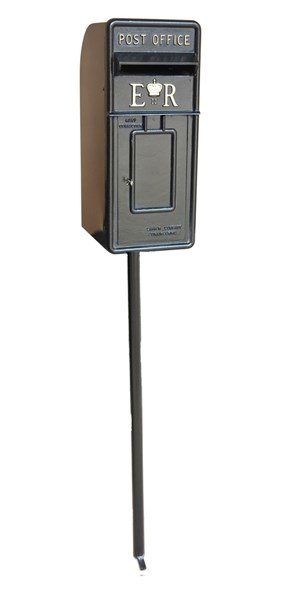 Black Pole Mounted ERII Royal Mail Post Box & Pole