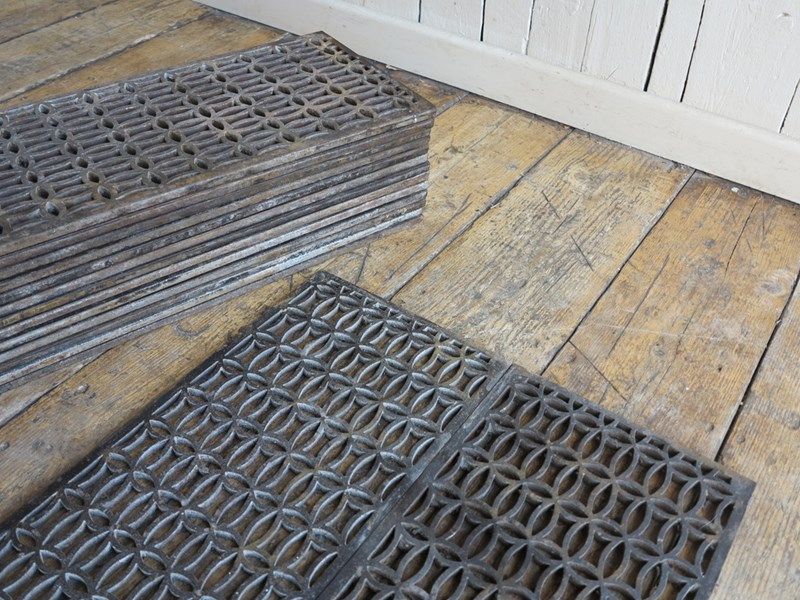Decorative Victorian Old Cast Iron Floor Grilles