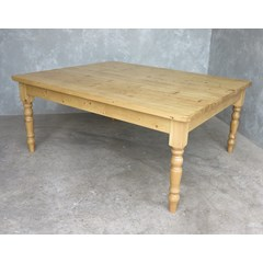 Traditional Farmhouse Table With Turned Legs