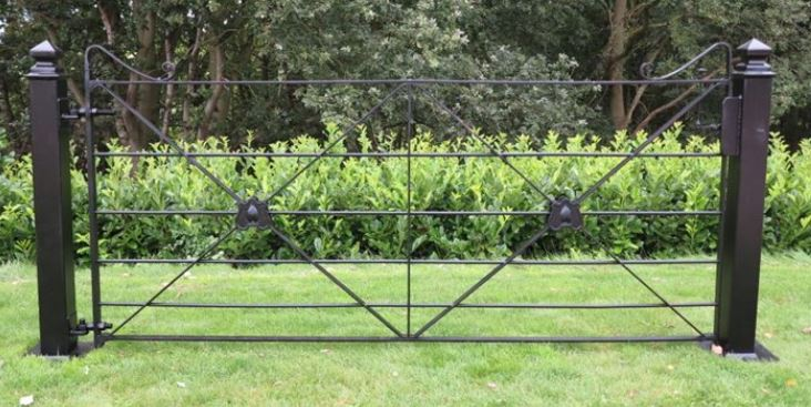 vintage and reclaimed gates and railings for sale at ukaa including cast iron and wrought iron estate fencing ideal for gardens, balconies and out door spaces.
