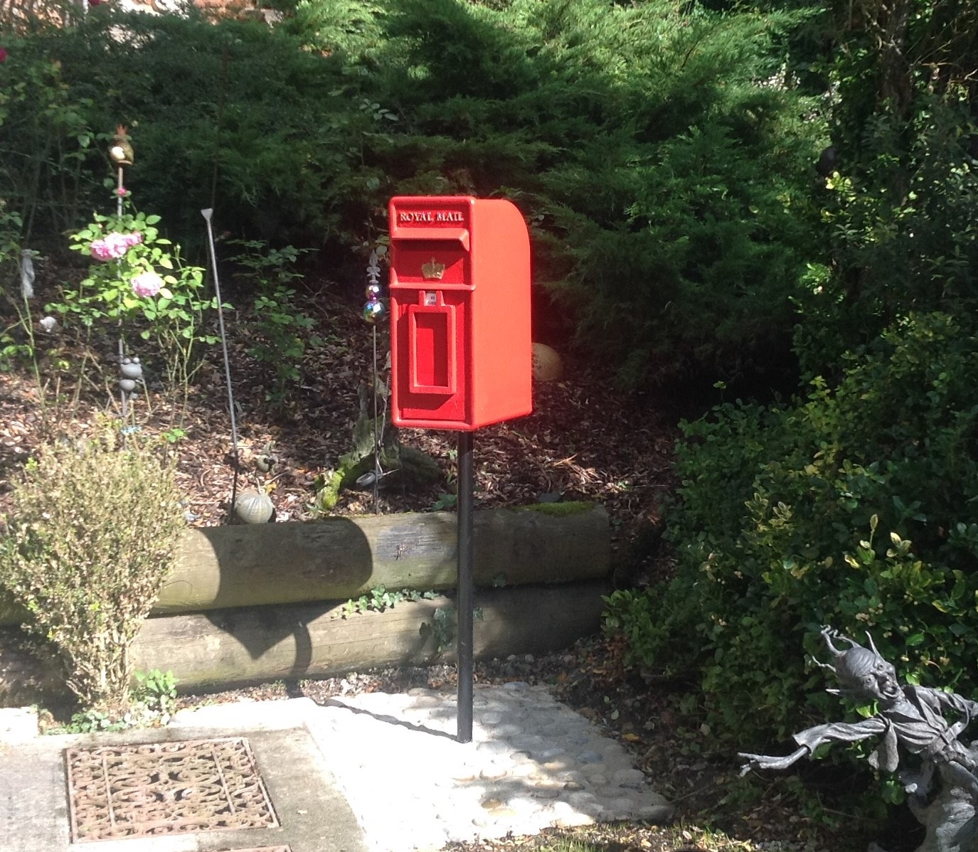 Antique Royal Mail post boxes and pillar boxes can be used in traditional and modern gardens. Buy antique Royal Mail letterboxes on a pole from UKAA
