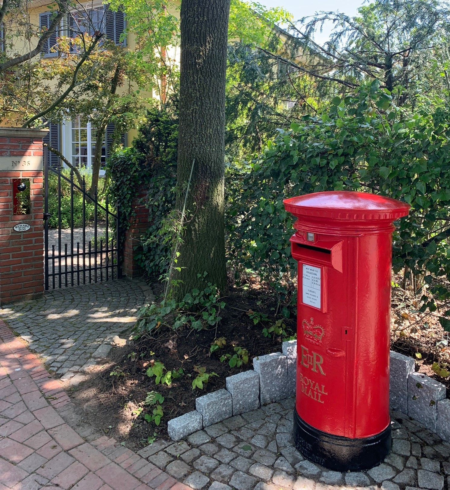 Antique Royal Mail pillar boxes and post boxes available at UKAA. Genuine British letter boxes can be used in the USA for your own post and mail