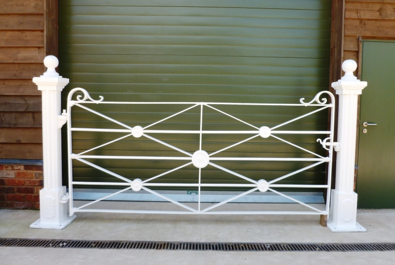 Antique Victorian wrought iron estate railings and post fully refurbished available for delivery worldwide