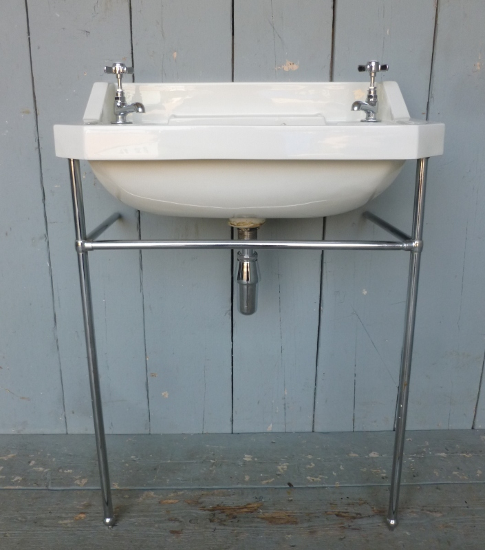 deco bathroom sink on a pedestal base 6632