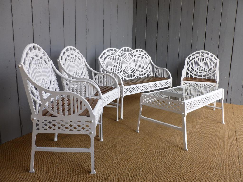 Original Victorian Edward Bawden Garden Furniture Suitable for use in an conservatory