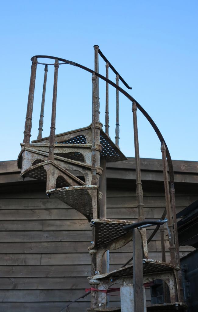 Victorian antique cast iron spiral staircase 6095 for Victorian spiral staircase
