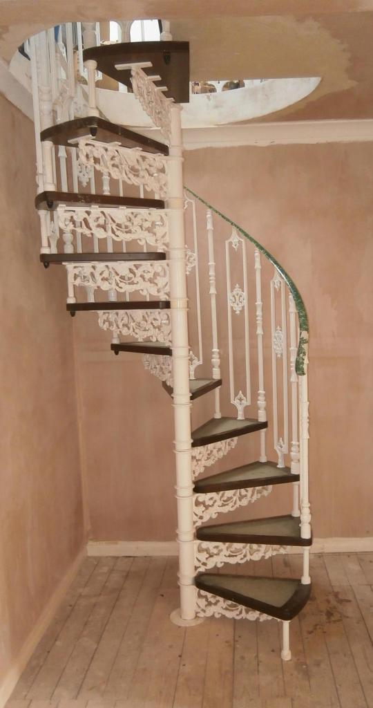 Cast metal spiral staircase with wooden steps 6929 for Aluminum spiral staircase prices