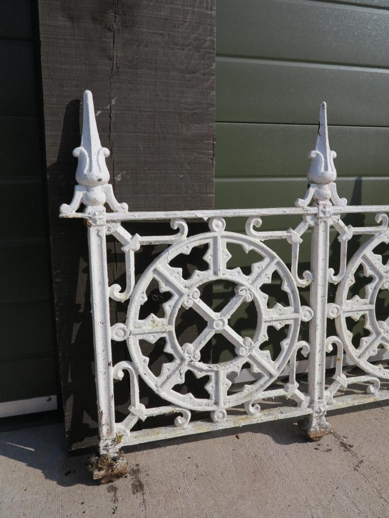 Large Run Of Reclaimed Cast Iron Wall Railings Fencing