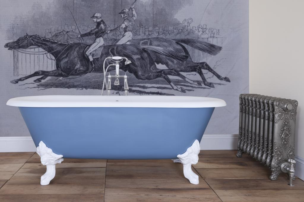 Traditional Victorian style cast iron roll top bath, ideal for period bathrooms made from cast iron and new enamel