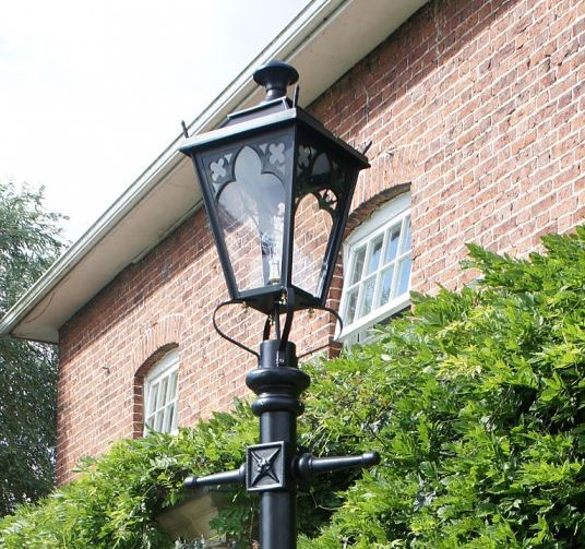 Victorian Style Lantern and Lamppost Ideal for Driveways